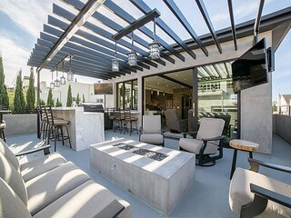 Remodeled Vacation Rental Close to the Balboa Village with bay views