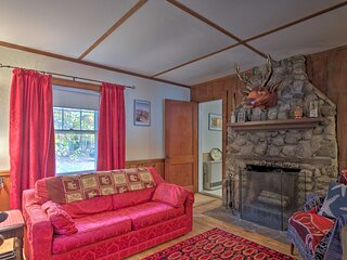 NEW! Cozy Waterfront Cabin w/Views on Lake Ivanhoe