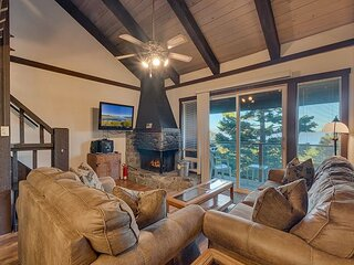 Cozy Ski Condo with Lake View, East Peak Loop (SL307B)