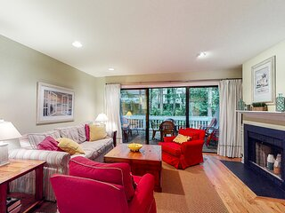 1st floor Sea Colony Tennis condo w/ pool, gym, and fireplace!