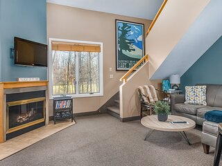New listing! Condo in the heart of Crystal Mountain w/ shared pool & hot tub!