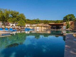 Relaxing Retreat + Pool + Gym