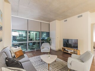 Beautiful 1BR with Pool and Gym