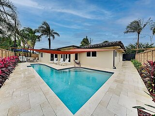 Tropical Smart Home | Heated Pool, Outdoor Kitchen | Stroll to the Beach