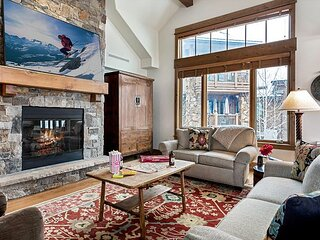 Ski-In/Ski-Out One Arrowhead Place Penthouse overlooking the Arrowbahn Lift