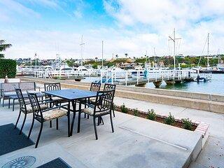 Newly Remodeled Balboa Island Bayfront Cottage
