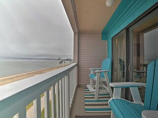 NEW! Updated Front Beach Condo w/ Resort Amenities