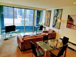 CBD, Collins St 2 bed, near Southern Cross with balcony