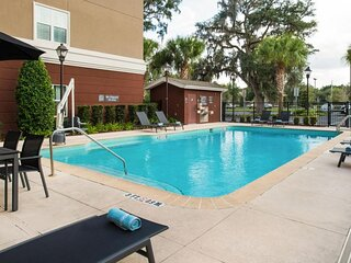 Four Family-Friendly Units, Free Breakfast, Pool, Parking