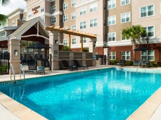 Friends and Family Getaway! 4 Modern Units Near Attractions, Pool, Parking