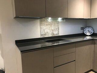 modern comfortable apartment in London free parking with a special view
