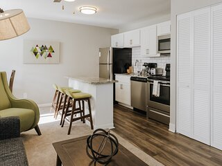 ~ Modern Mass Ave Flat ~ Student and Healthcare Discounts! ~