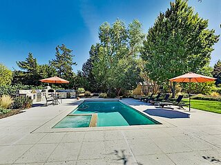 Garden Wine Country Getaway with Pool, Spa & Outdoor Kitchen