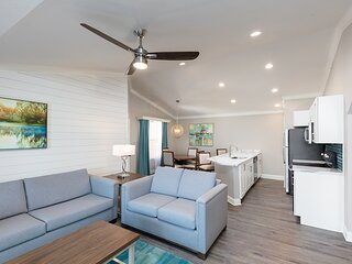 Lakeview Condo w/ Indoor / Outdoor Resort Pools, Mini Golf & Near Downtown