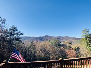 Aananda Lookout Lodge | 4 BR 4BA Luxury Mountain View Cabin | Hot Tub | Fire Pit