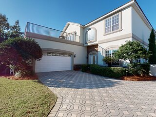 Southbound: Gated Community, Private Pool, Two Grills, Fully Stocked Kitchen