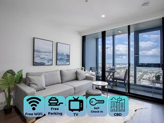 Skyline seaview 2BR with CARPARK *Crown