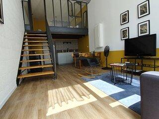 Superb renovated and quiet loft  ✨ For 4-Tram C/E-city center #L6
