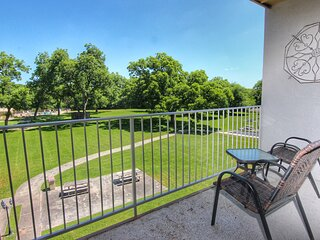 Beyond the River - 4BDR/3BTH- Sleeps 10- Two-Story Unit!