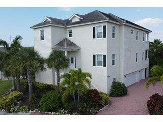 Gorgeous Mansion Close to the Ocean - Coronas Clara