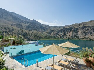 BLUEFAIRY VILLA REA WITH LOVELY LAKE VIEW