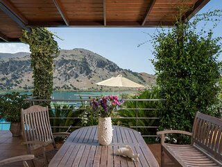 BLUEFAIRY VILLA DAFNI WITH LOVELY LAKE VIEW