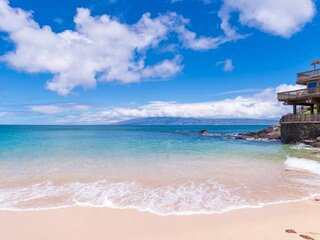 Upgraded and Spacious Kahana Sunset-Oceanfront/Ocean View-Steps to Sandy Beach -