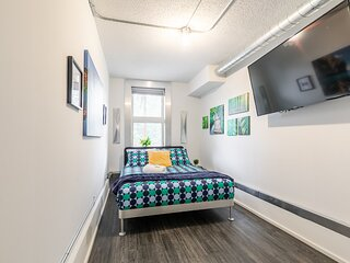Newly Renovated - Upscale 2BR in the Byward Market!