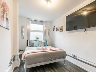 Newly Renovated - Upscale 1BR with Balcony - Byward Market!