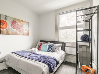 BRAND NEW - Upscale 1BR with Balcony - Byward Market!