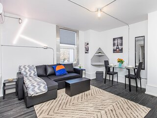 PRIME Location - Trendy 1BR in the Byward Market!