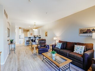Updated condo w/ shared pool, hot tub, grill and private balcony!