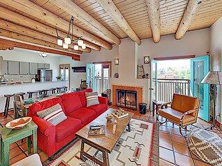 Upgraded Zona Rosa Condo: Santa Rita - Fireplace, Balcony, 2 Blocks to Plaza!