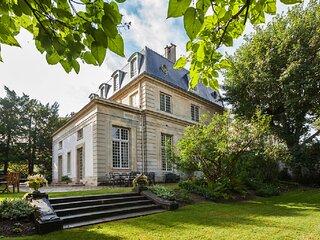 Dream of Castles-Luxury 17th century mansion in center of Saint-Germain en Laye