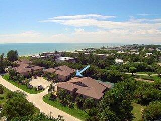 Great mid-island location - 201 Steps to the beach!!! 2 bedroom 2 bath condo.