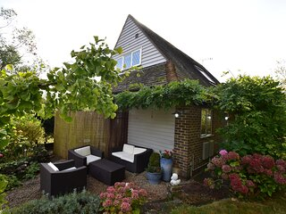Rye Bay Cottage sleeps 4 in the town of Winchelsea, close to Rye, East Sussex