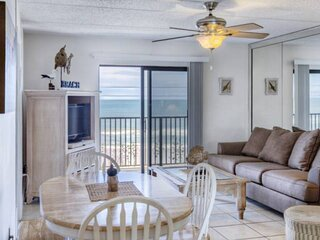 DISCOUNTED! Direct Oceanfront View- Beach Across the Street - Swimming Pool - 4t