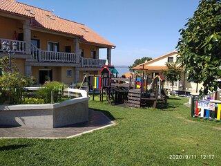 1 dormitorio, terraza y salida Jardin C02