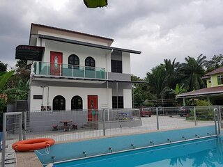 Mri Homestay Sg Buloh - 3 Br House on First Floor with Centralised Pool