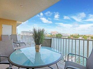 Pet Friendly, Marina Views, Modern Décor, Gourmet Kitchen, Pedestal W/D, Soaking