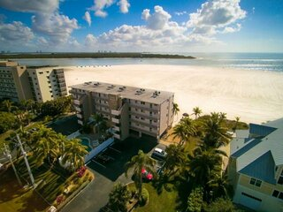 Expansive Private Beachfront, Spectacular Gulf View, Heated Pool, Free Wifi & Pa