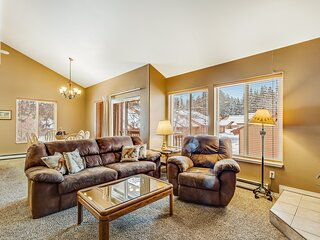 Cozy condo w/ a wood stove, shared hot tub, pools, & tennis - close to downtown!