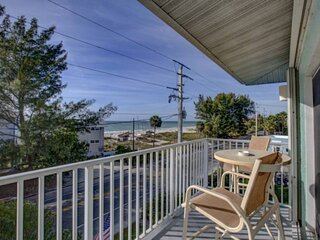 Beautiful 3 bed/2 bath Condo with an amazing view of the Gulf of Mexico with a p