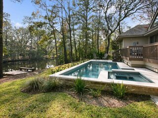 Comfortable, Relaxing home with new pool & spa, set on the 11 mile lagoon, short