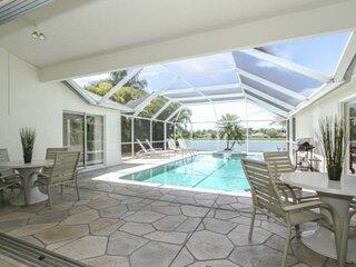 Briarwood Pool/Spa Home- Enjoy Amazing Lake Views from Lanai & Living Room!