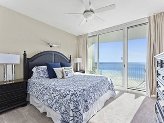NEW LISTING! 3br Condo Sleeps 8 Master Bedroom has Gulf View Full Kitchen Plus F