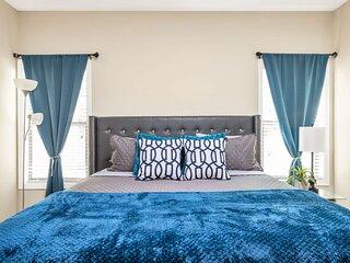 Sleeps 6 Luxury Downtown /  Midtown Apartment
