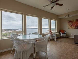 Huge Condo with Exceptional Views and Plenty of Space for the Whole Family!