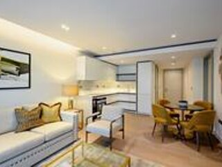 Spacious Brand New 2 Bedroom in Central London, aluguéis de temporada em Willesden