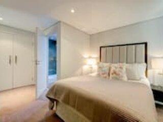 Waterside 3 Bedroom Apartment, holiday rental in Willesden